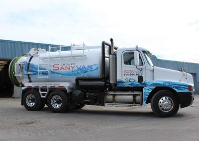Camion Groupe SanyVan - Notre flotte - Montréal - Drainage Québécois